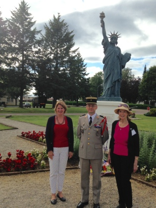 Statue w Colonel Gibbert